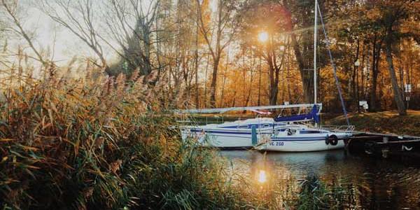 Hausboote auf dem Land – Winter kommt nach Masuren